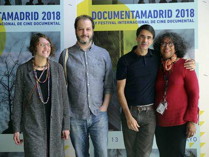 Moreira Salles, terceiro a partir da esquerda, no festival Documenta Madrid.