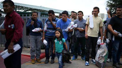 Imigrantes indocumentados libertados nesta quinta-feira no Texas