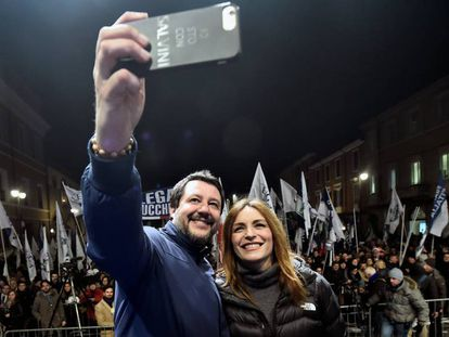 Matteo Salvini com a candidata da Ligaem Emilia Romana, Lucia Borgonzoni.