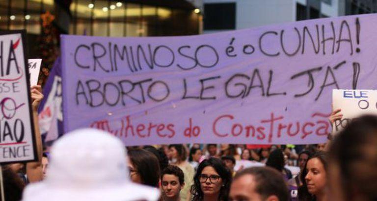 Protesto contra projeto de lei que dificulta aborto para vitimas de estupro
