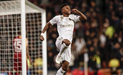 Rodrygo comemora gol do Real Madrid.