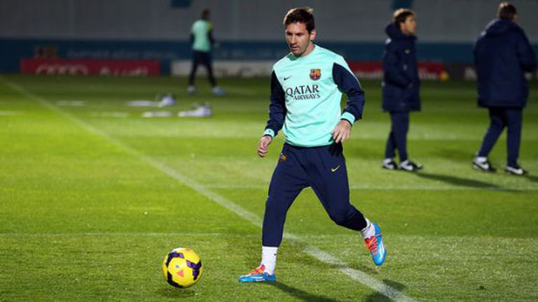 Messi treina após voltar da Argentina.
