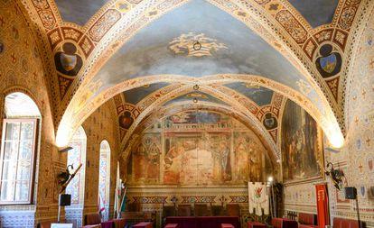 Interior da prefeitura de Volterra, na Toscana italiana.