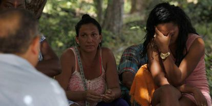 Migrantes cubanos no Panamá, na sexta-feira.