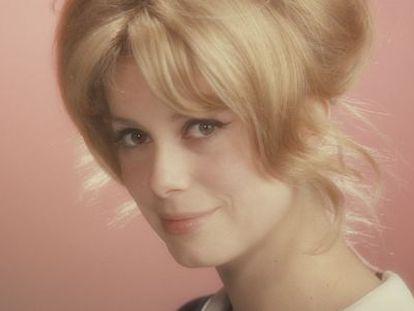 A atriz Catherine Deneuve aos 18 anos.
