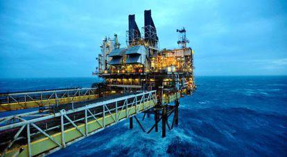 Plataforma de petróleo, a 160 quilômetros de Aberdeen.