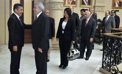 O presidente do Perú, Ollanta Humala com políticos de seu país. / EFE