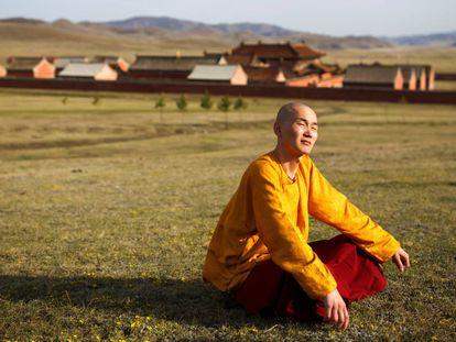 Monges 'millennials' assumem os mosteiros budistas da Mongólia