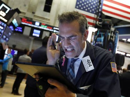 Um operador da bolsa esta semana num pregão nova-iorquino de Wall Street.