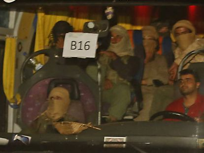 Ônibus de comboio com jihadistas do Estados Islâmico.