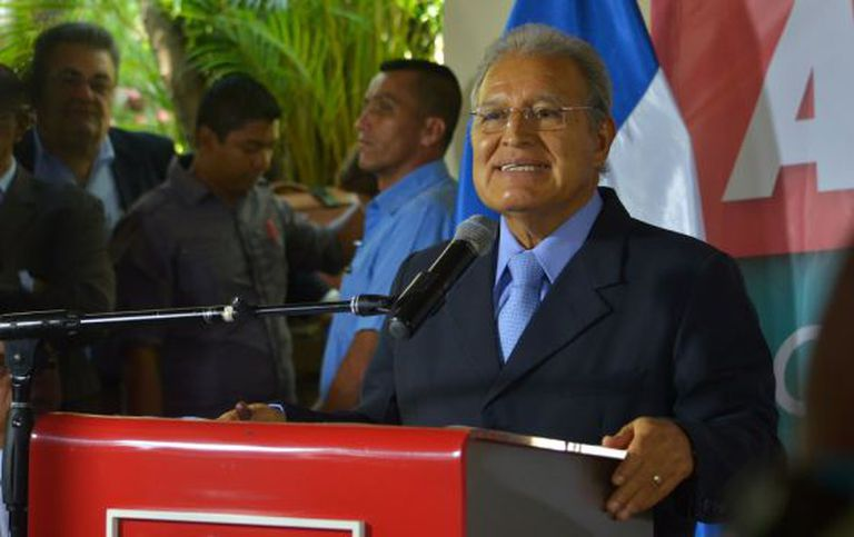 O candidato da FMLN, Sánchez Cerén, nesta quinta-feira em San Salvador.