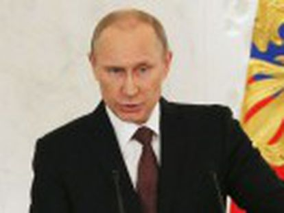 O presidente qualifica de  roubo  a entrega da península a Ucrânia em uma sessão extraordinária do Parlamento e pede à Duma que promulgue uma lei para anexar o território