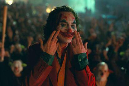 Joaquin Phoenix no final de 'Coringa' (2019).