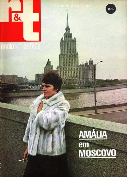 Capa de uma revista com a visita de Amália Rodrigues a Moscou, em 1969.