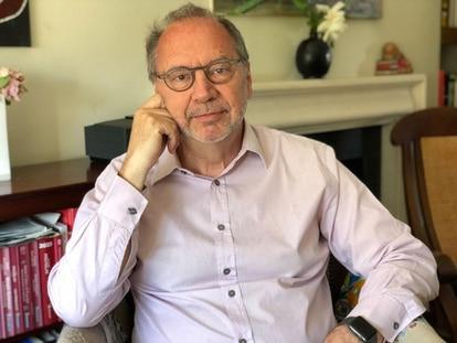 O virologista e pesquisador belga Peter Piot, que passou os últimos 40 anos seguindo a pista de diferentes vírus para combatê-los.