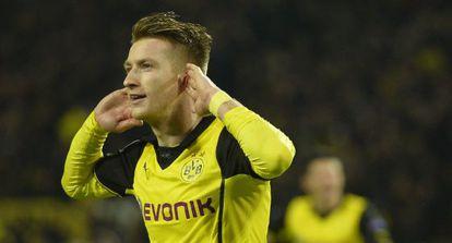 Reus celebra um de seus gols.