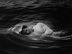 Autorretrato na Água' (1991), de Robert Stivers.