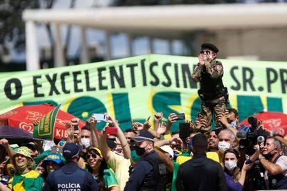 Apoiadores do presidente Jair Bolsonaro durante protesto no domingo, em Brasília.