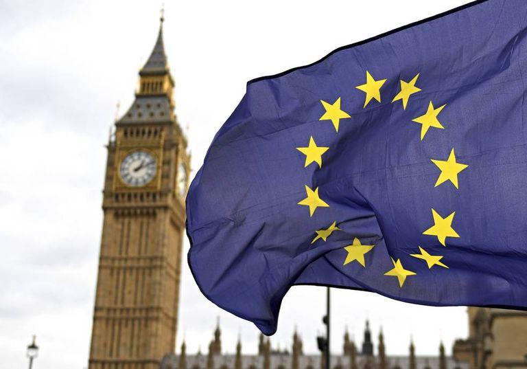 A bandeira da Europa, em frente ao Parlamento britânico.