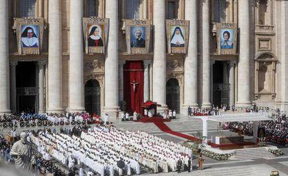 Irmã Dulce é canonizada no Vaticano.