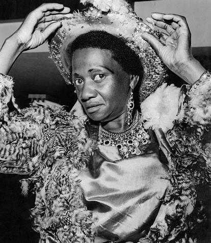 Carolina Maria de Jesus, fotografada em 23 de fevereiro de 1963, numa imagem pertencente ao Arquivo Público do Estado de São Paulo.