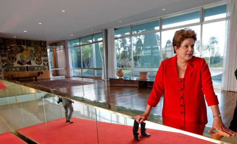 Dilma durante sabatina no interior do Palácio do Planalto.