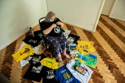 """Narli exibe sua coleção de camisetas em apoio à Lava Jato, mas descarta o termo """"tiete""""."""