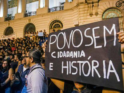 Manifestação em repúdio ao incêndio no Museu Nacional, no Rio.