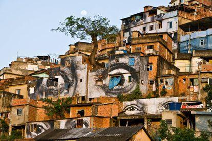 As fachadas das casas da Providência ganharam as faces das suas moradoras e a atenção da mídia.