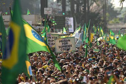 Apoiadores do presidente Bolsonaro participam de atos com pauta antidemocrática em São Paulo, no dia 7 de Setembro de 2021.