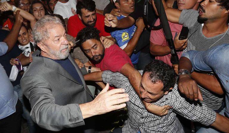 Ex-presidente abre caminho entre militantes para deixar o sindicato.