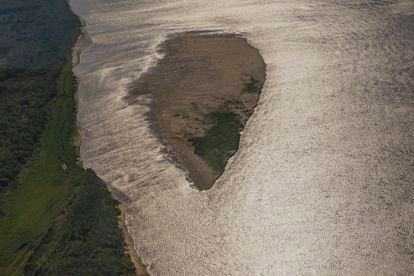 Uma ilha surge na superfície diante da seca no delta do Paraná; uma importante zona úmida de 17.500 km2 nas províncias argentinas de Entre Ríos, Santa Fé e Buenos Aires.