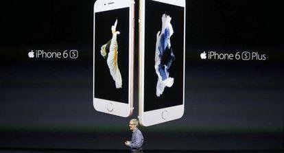 Tim Cook, CEO de Apple, apresenta em setembro o iPhone 6s.