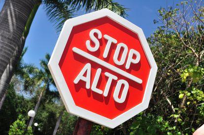 Placa de Pare (stop) no México.