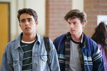 Michael Cimino e Anthony Turpel, em imagem do primeiro capítulo de 'Love, Victor'.