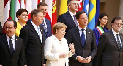Os dirigentes europeus se preparam para a foto do grupo.