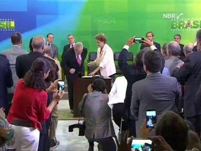"""Dilma: """"A gritaria dos golpistas não vai colocar o povo de joelhos"""""""