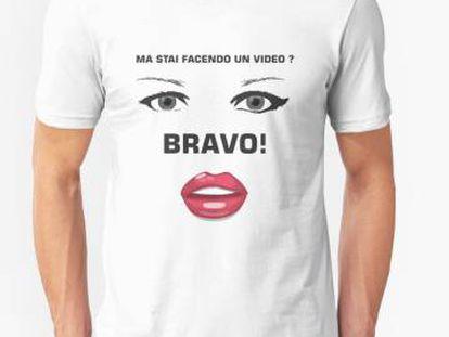 Camiseta com ironias à jovem italiana.