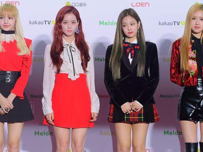 O grupo feminino Blackpink posa para a imprensa no Melon Music Awards 2016, em Seul. Quatro anos depois, já em 2020, ficariam mundialmente famosas