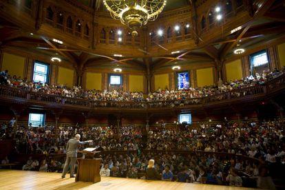 Michael J. Sandel, durante uma de suas classes em Harvard.