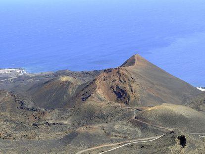 Vista do vulcão Teneguía, perto de CumbreVieja, uma área ao sul de La Palma onde foi registrada a atividade sísmica.