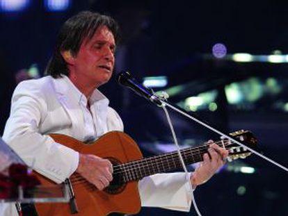 O cantor Roberto Carlos, num show de julho de 2011 no Chile.