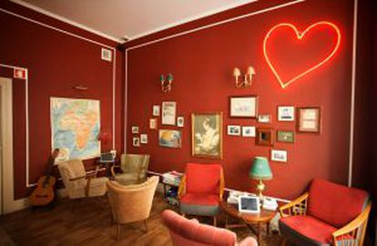 Interior do Home Lisbon Hostel.