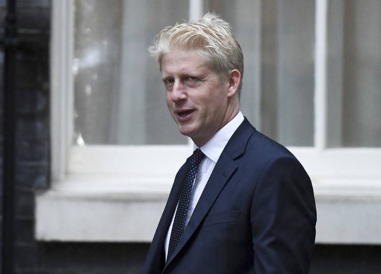 Jo Johnson, nesta quinta-feira, a sua chegada à sede do Governo britânico em Downing Street, Londres.