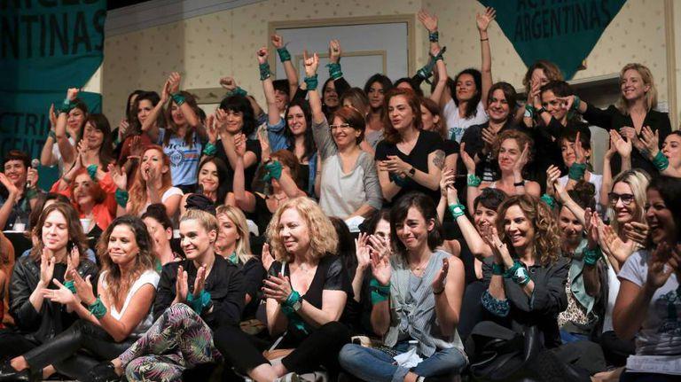 Atrizes argentinas na reunião em que tornaram pública a denúncia contra Darthés