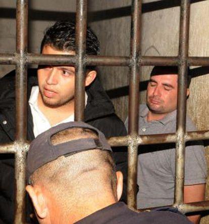 Aris Valentín Maldonado e Plutarco Ruiz (direita), namorado da irmã da Miss Honduras, depois de detidos.