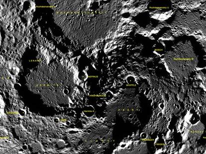 Crateras na Lua, com a dedicada a Lenard na parte esquerda.
