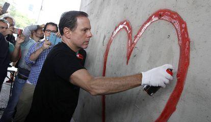 O prefeito João Doria participa de intervenções de grafite em São Paulo