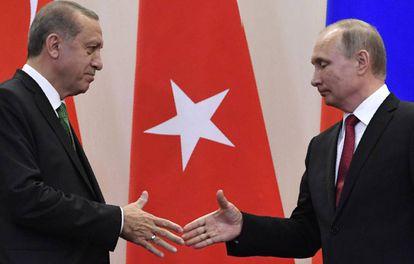 Vladimir Putin e Recep Tayyip Erdogan, no último mês de março