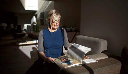 A designer gráfica Marina Willer, no hotel Alfama de Lisboa.